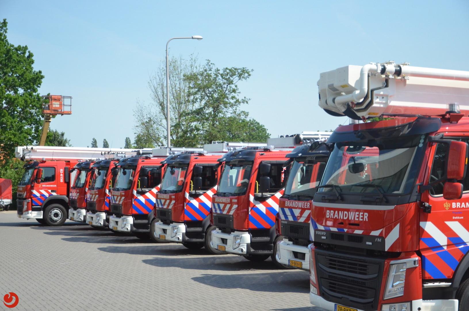 Negen nieuwe brandweervoertuigen overhandigd