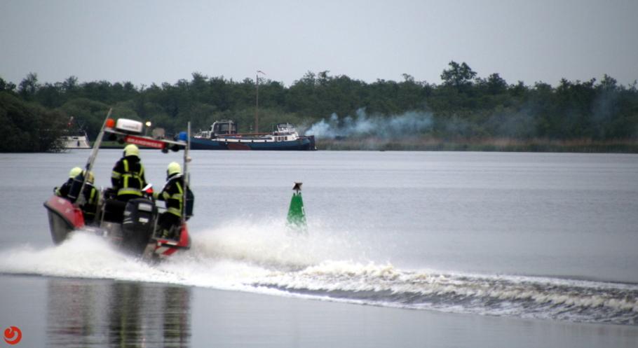 Woonboot in brand in De Alde Feanen