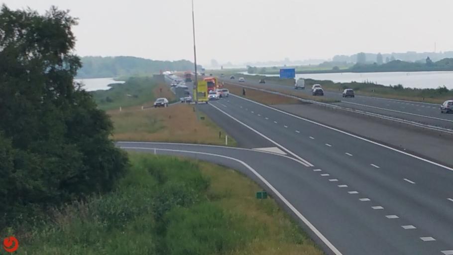 Chaos en ongevallen door defecte brug op de A6