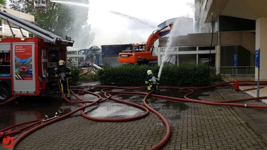 Grote brand bij voormalig pand Belastingdienst – Video Update