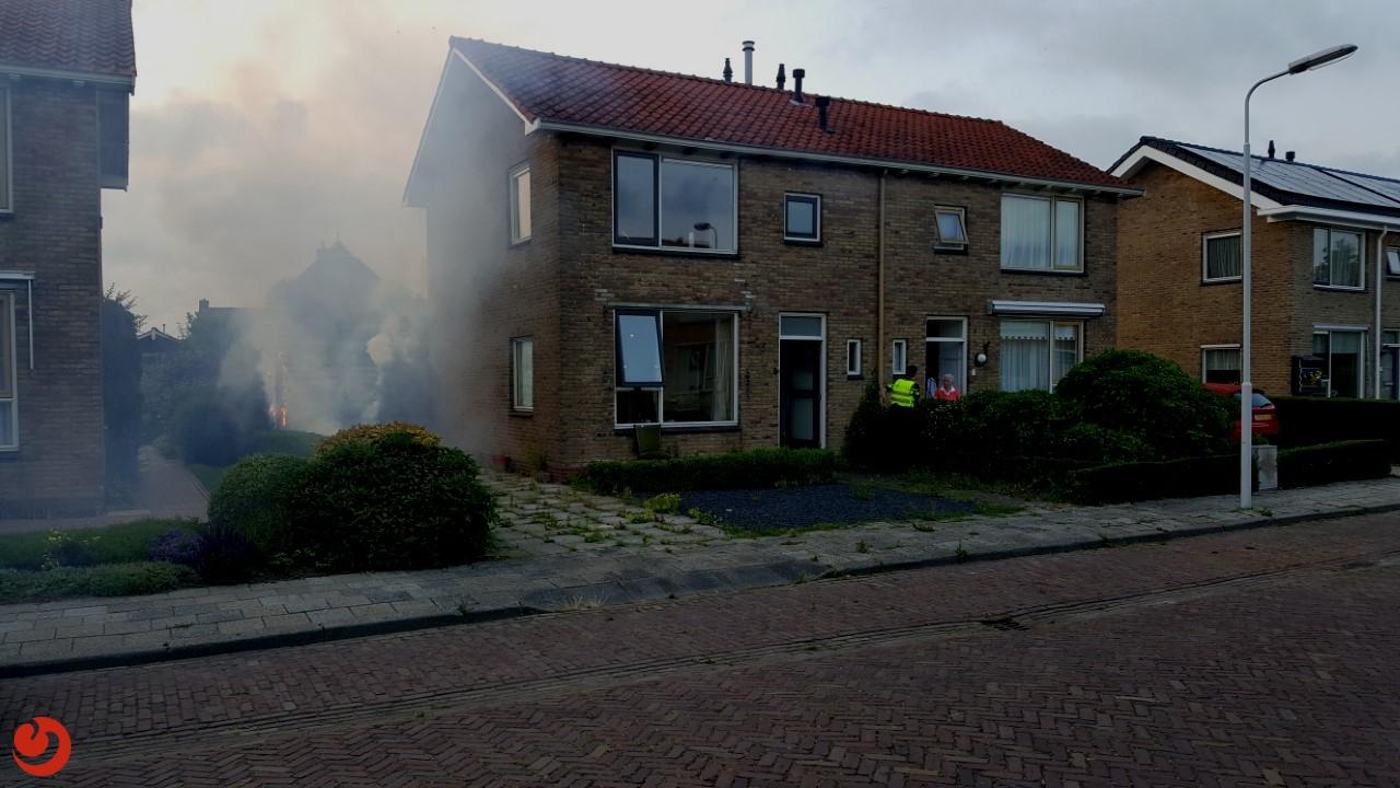 Schutting en kliko's in brand