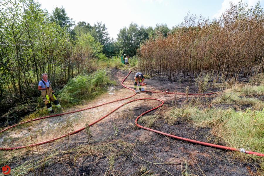 Flinke bermbrand langs N31 bij Drachten