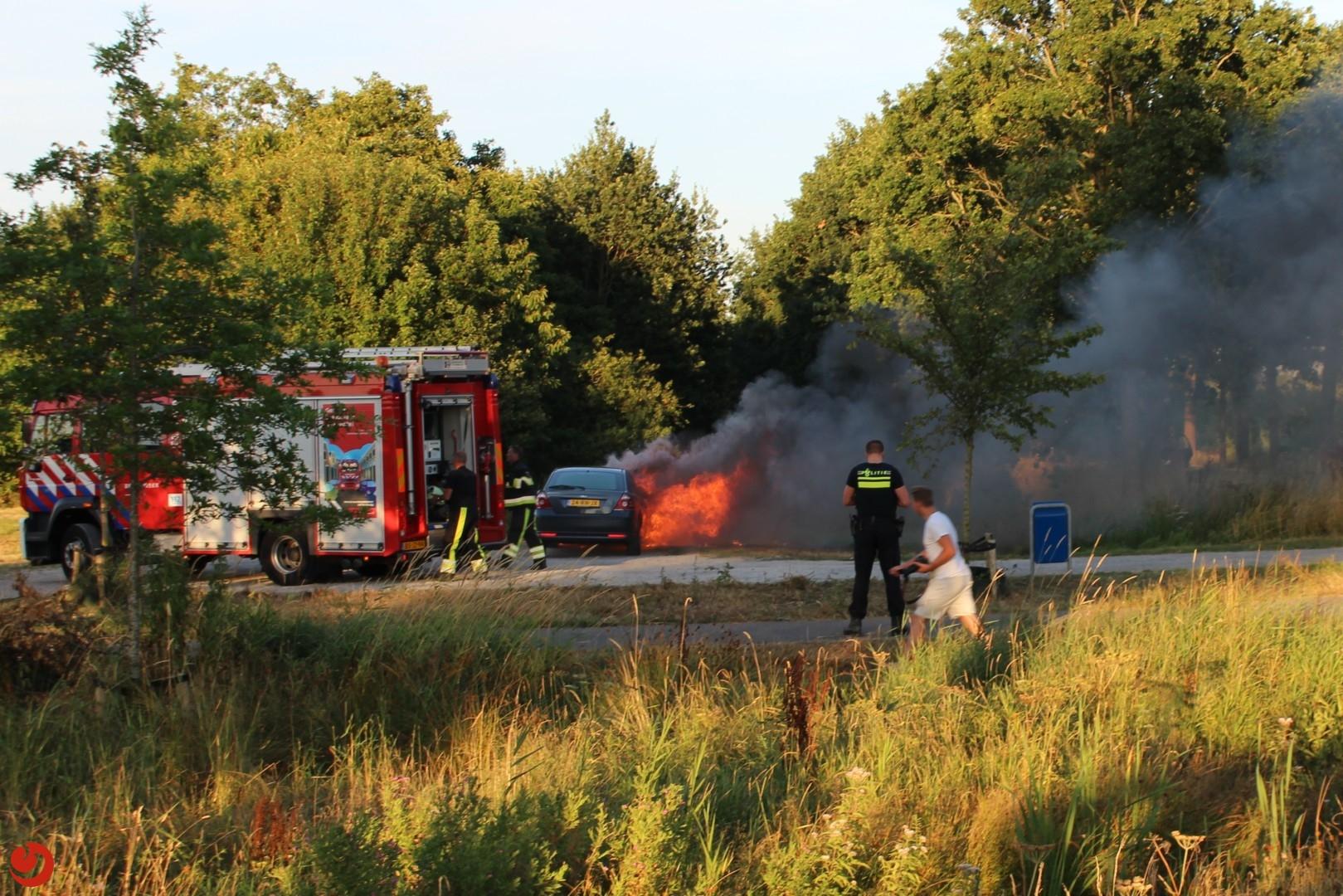 Auto uitgebrand op parkeerplaats