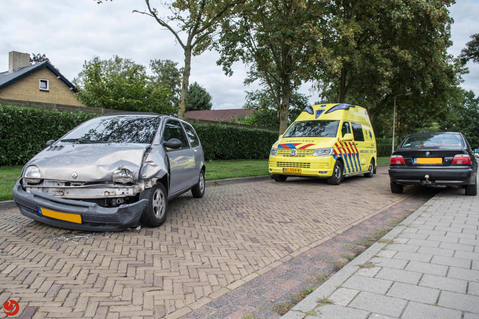 Automobiliste gewond na botsing bij kinderboerderij