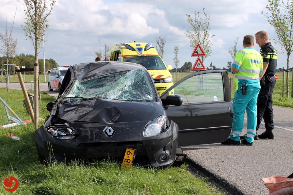 Auto zwaar beschadigd bij ongeval