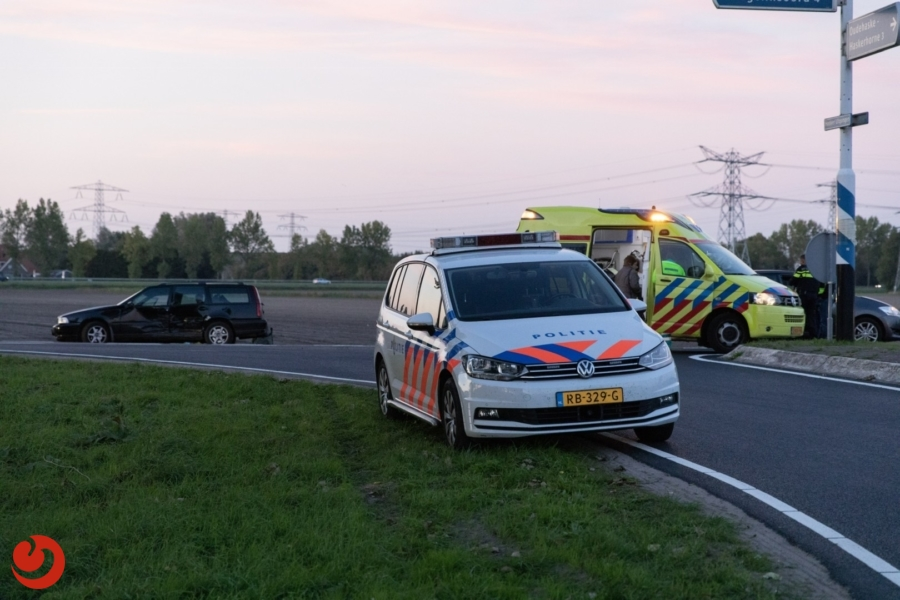 Auto's in botsing na voorrangsfout