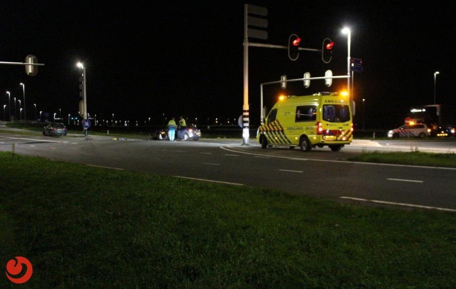 Auto's zwaar beschadigd na botsing op kruising