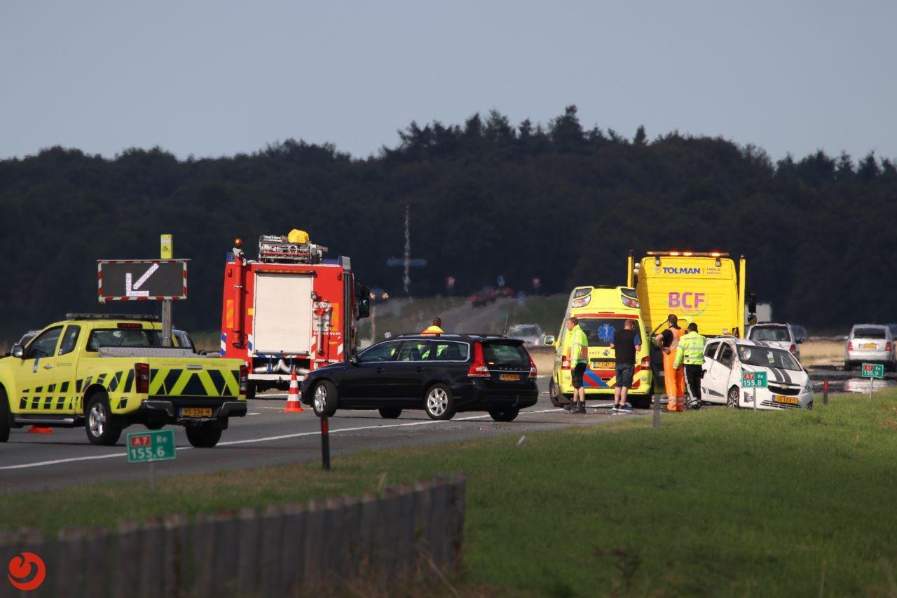 Auto belandt op zijkant na ongeval op A7