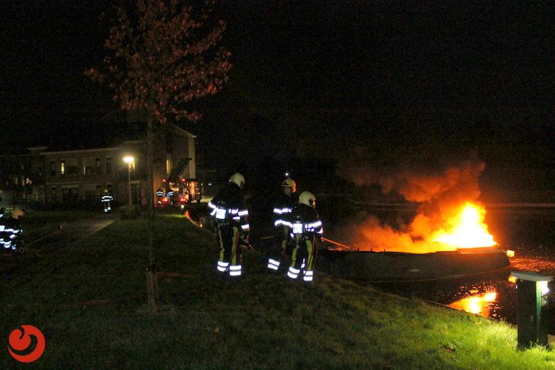 Bootje verwoest door brand