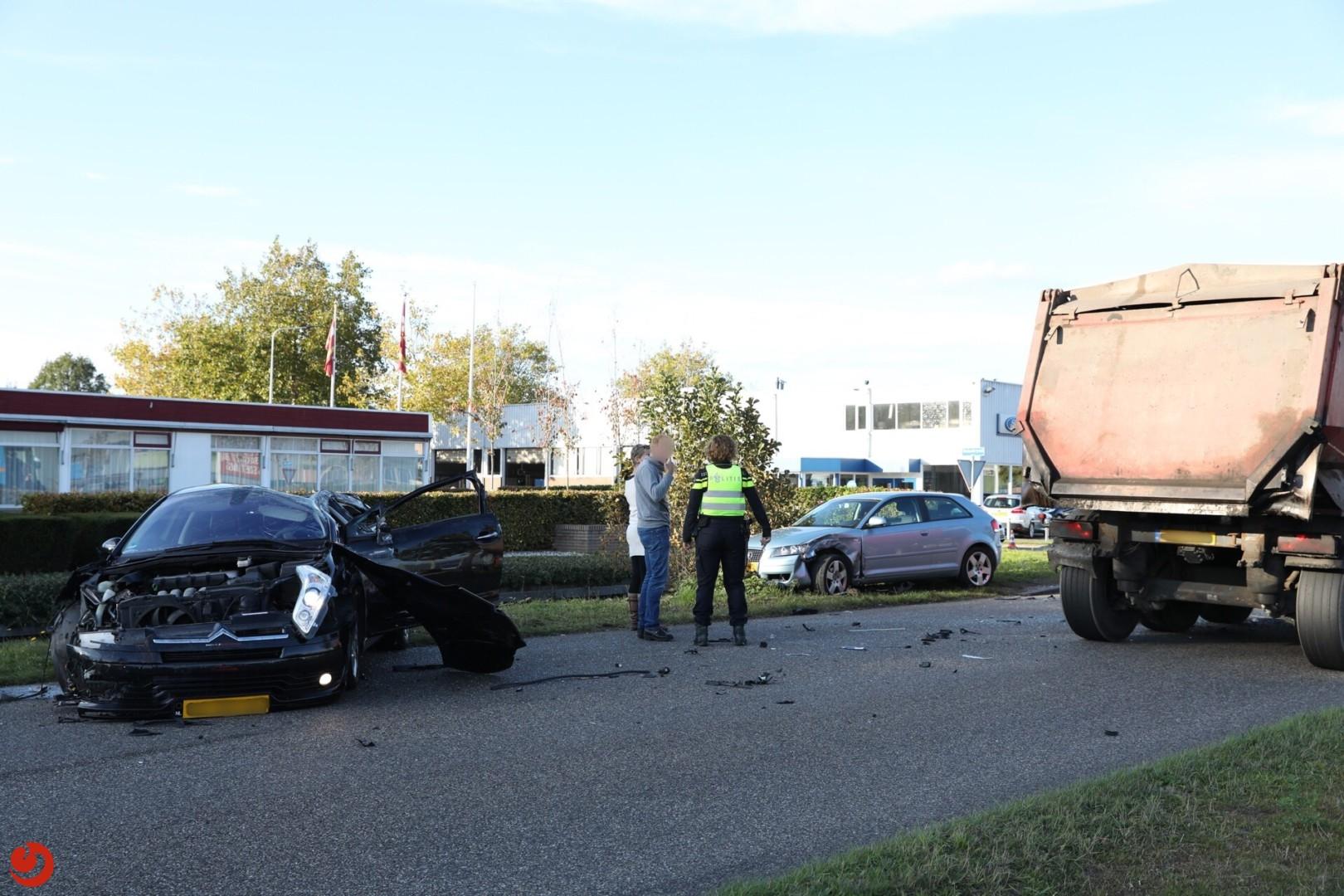 Gewonde bij ongeval tussen auto's en vrachtwagen
