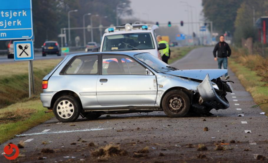 Auto slaat over de kop, bestuurder gewond