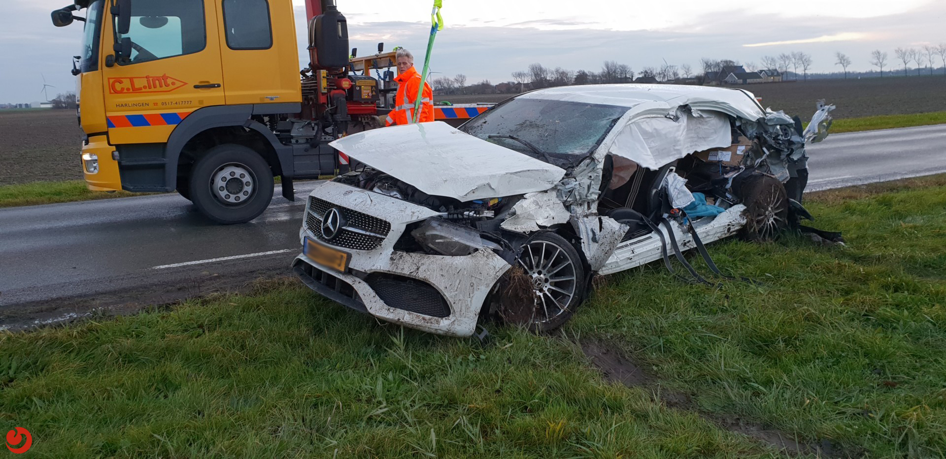 Losgeschoten trailer botst op auto