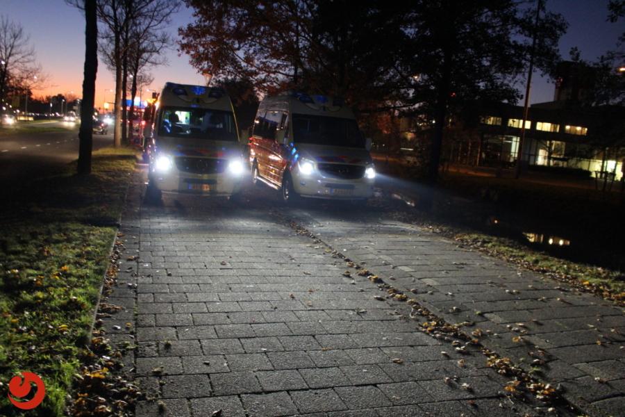 Gewonden na botsing met stilstaande auto