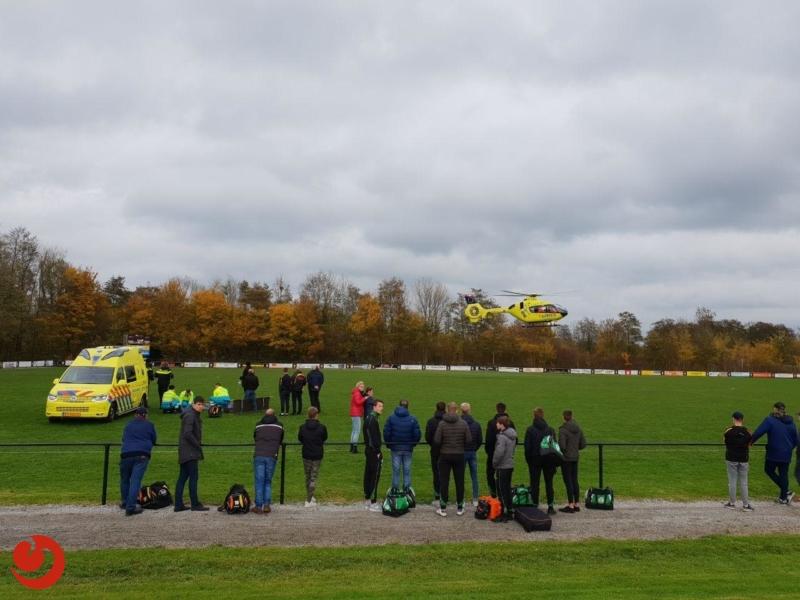 Traumahelikopter ingezet voor gevallen voetballer