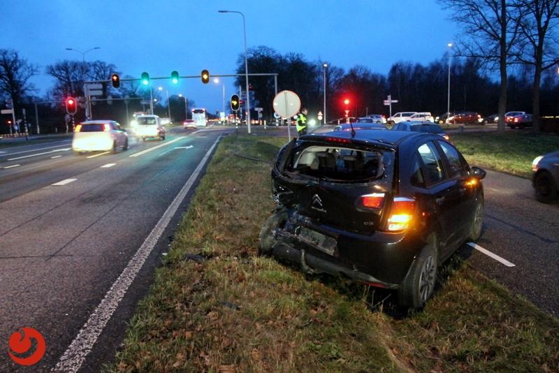 Lange file door ongeval op Rijksstraatweg