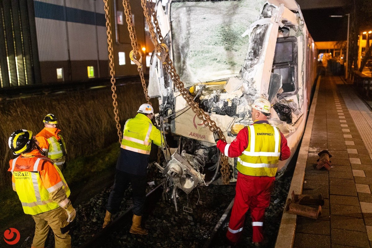 Ontspoorde trein weggesleept: geen treinen tot 16:20 uur