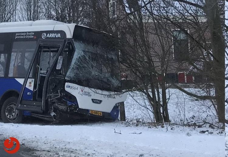 Veel schade na ongeval met lijnbus