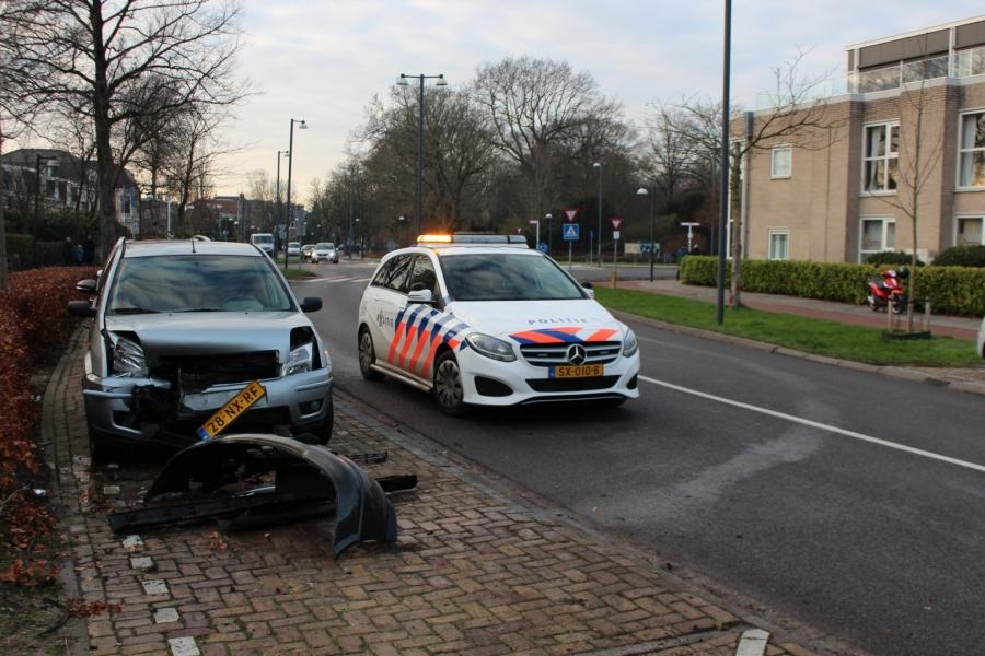 Automobilist doorgereden na rammen geparkeerde auto's