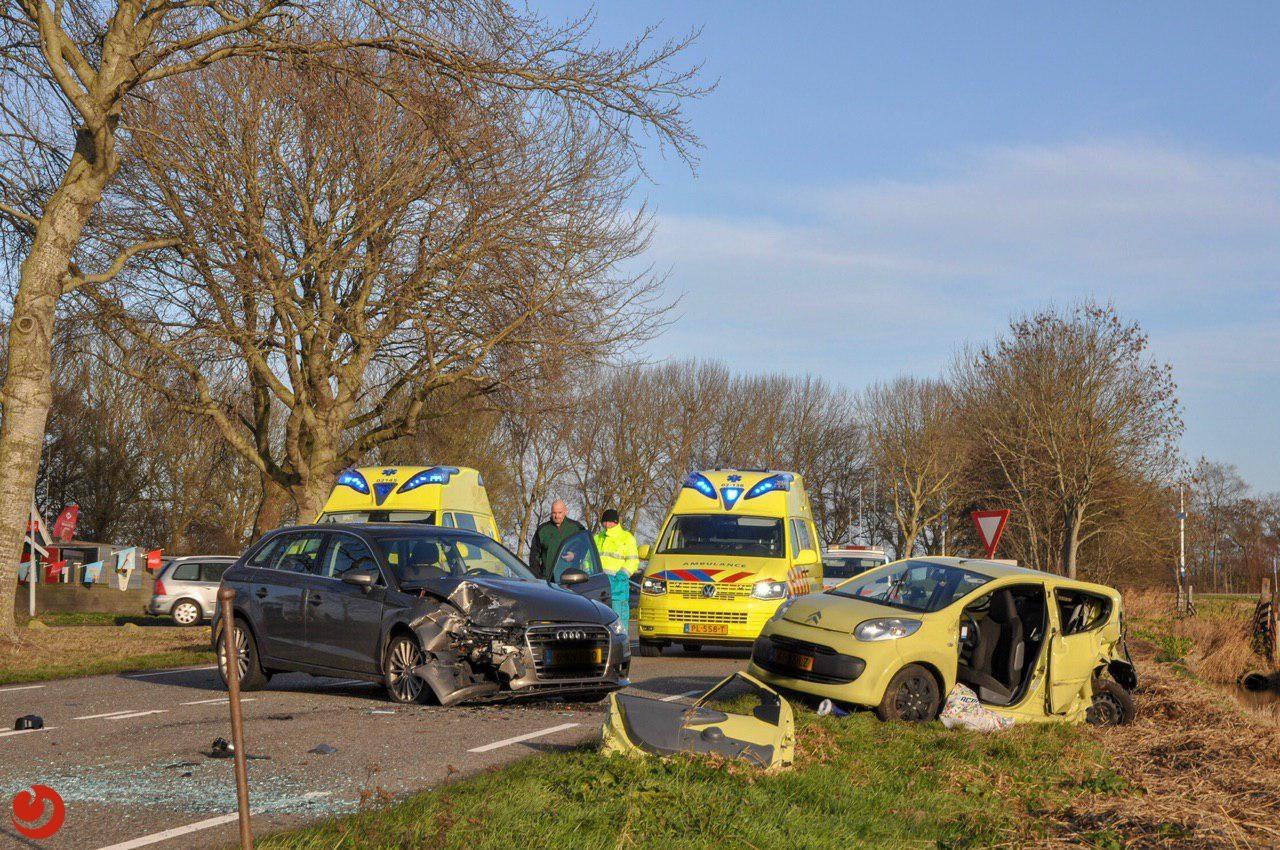 Gewonde en veel schade na ongeval
