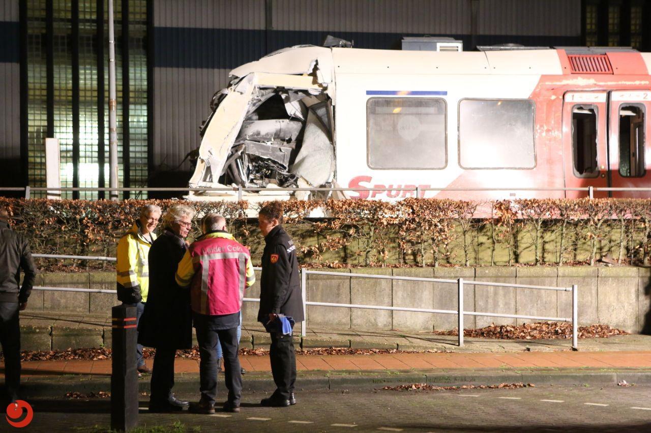 Zes gewonden bij ongeval tussen vrachtwagen en trein