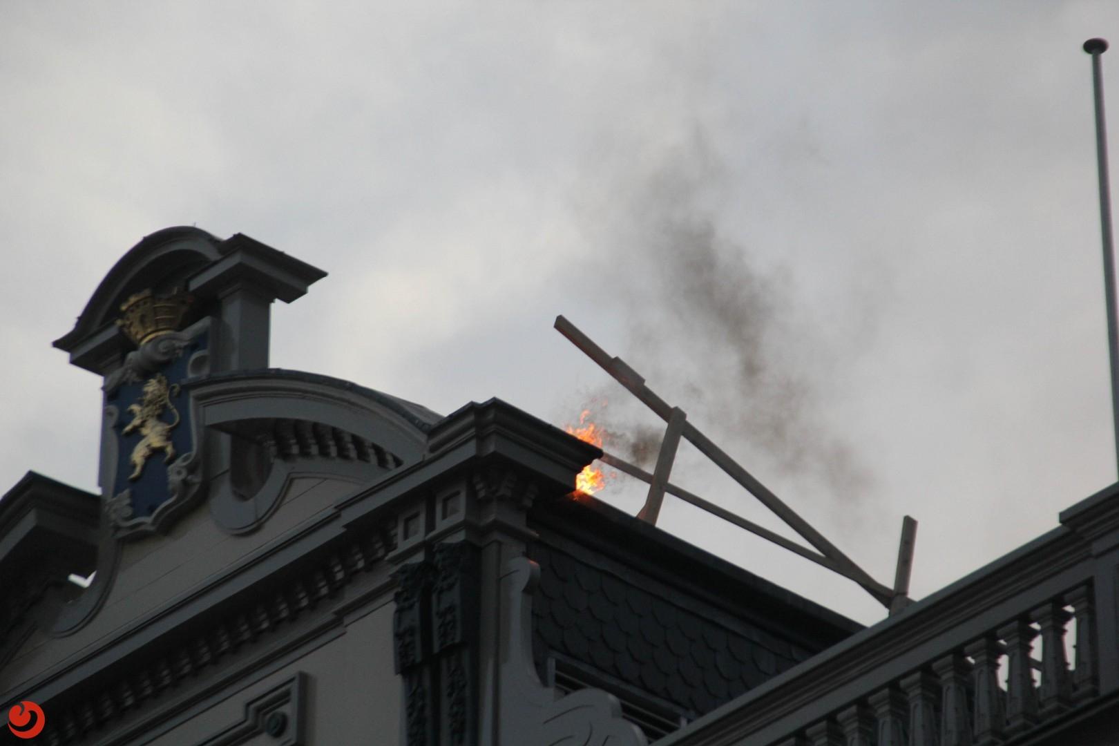 Dakbrand bij voormalige bibliotheek