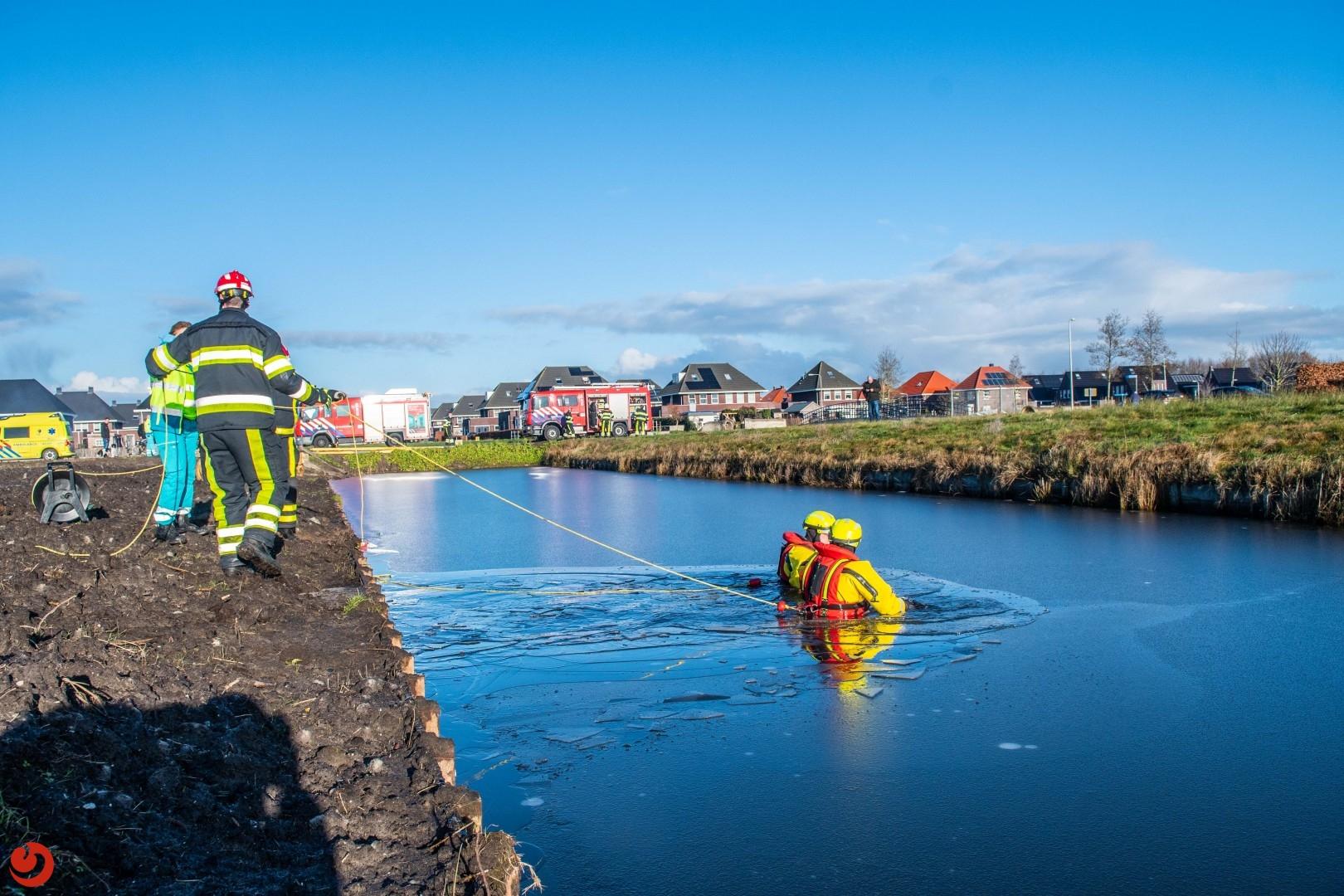 Mogelijk persoon te water laat brandweer uitrukken