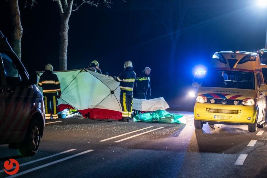 Automobilist gewond na botsing tegen boom N351