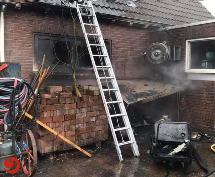 Garage fors beschadigd na brand in stoomcleaner