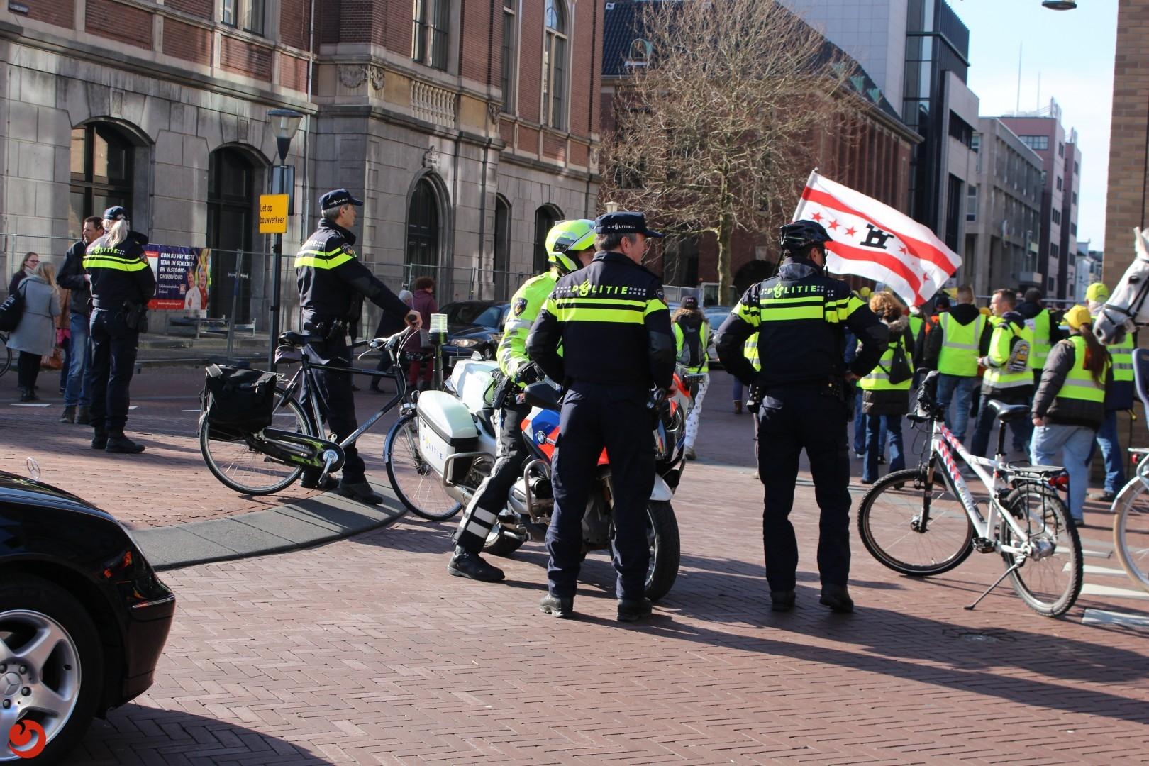 Politie begeleidt demonstratie gele hesjes