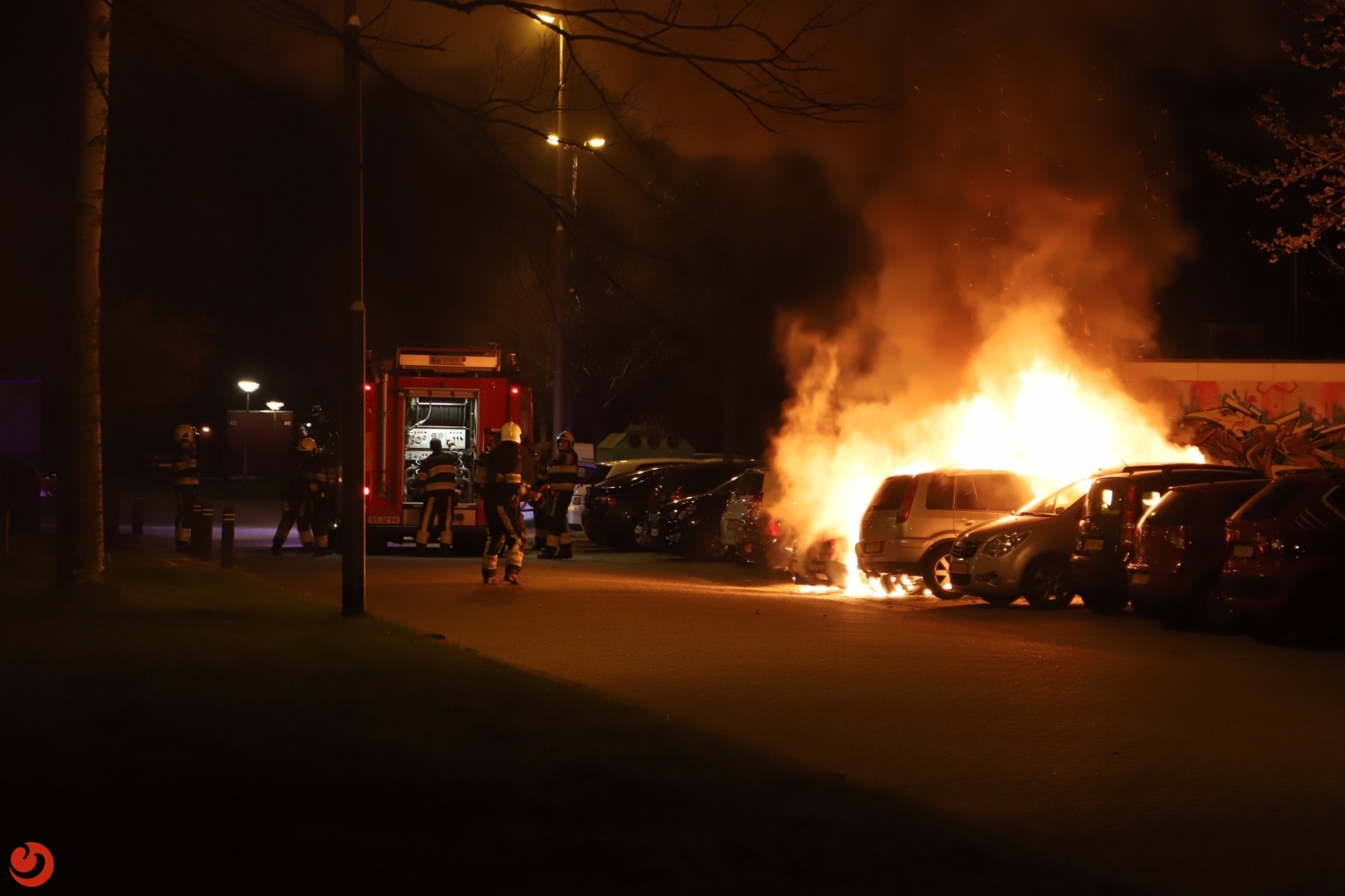 Felle brand verwoest drie auto's