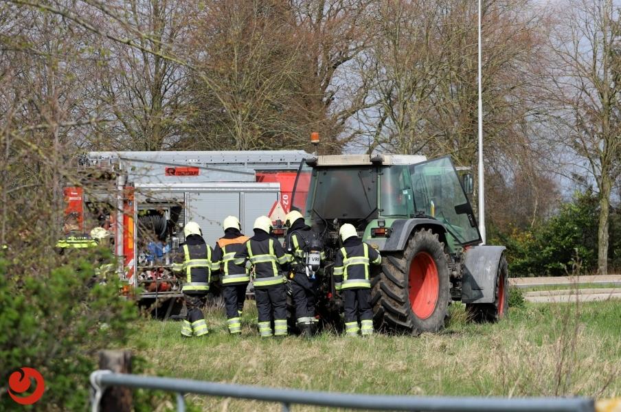 Brandweerinzet voor brandende tractor