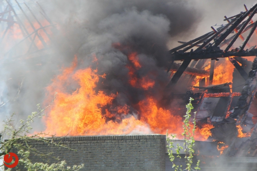Grote brand in woonboerderij Sint Jacobiparochie
