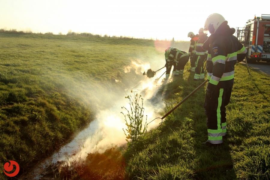 Zoektocht naar bermbrand nabij Suwald