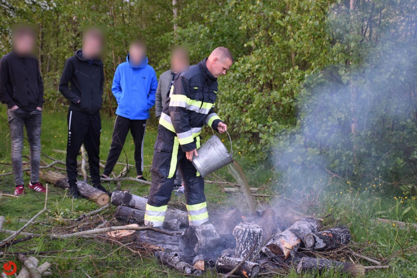 Vier jongeren stichten brand langs wandelpad