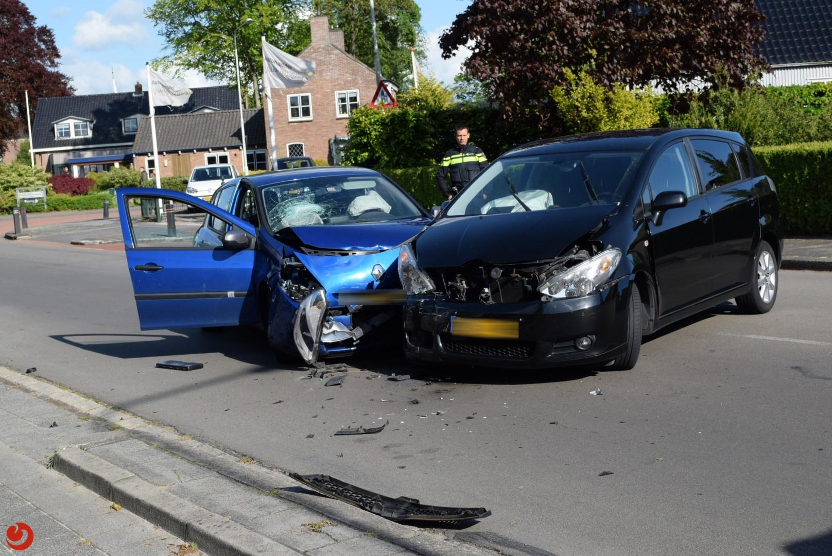 Forse schade na ongeval tussen twee voertuigen