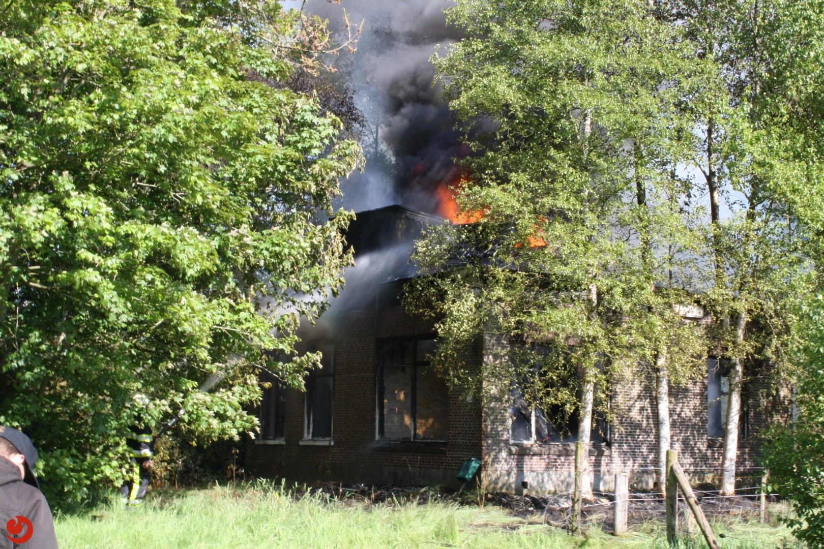 Leegstaande woning verwoest door brand