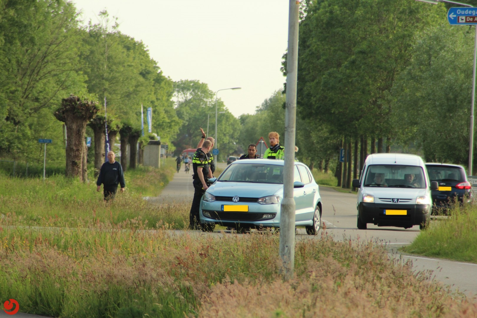 Twee personen met getrokken wapens aangehouden
