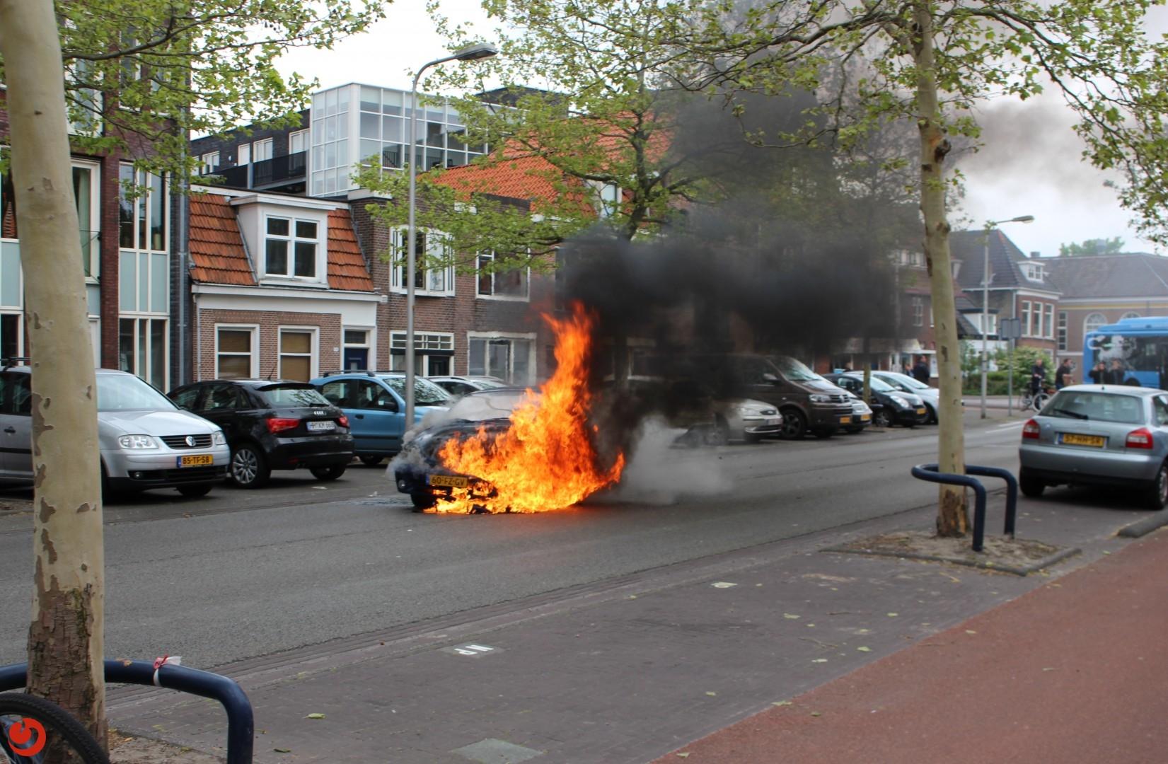 Weg dicht door autobrand