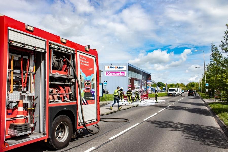 Auto brandt uit aan de Slauerhoffweg