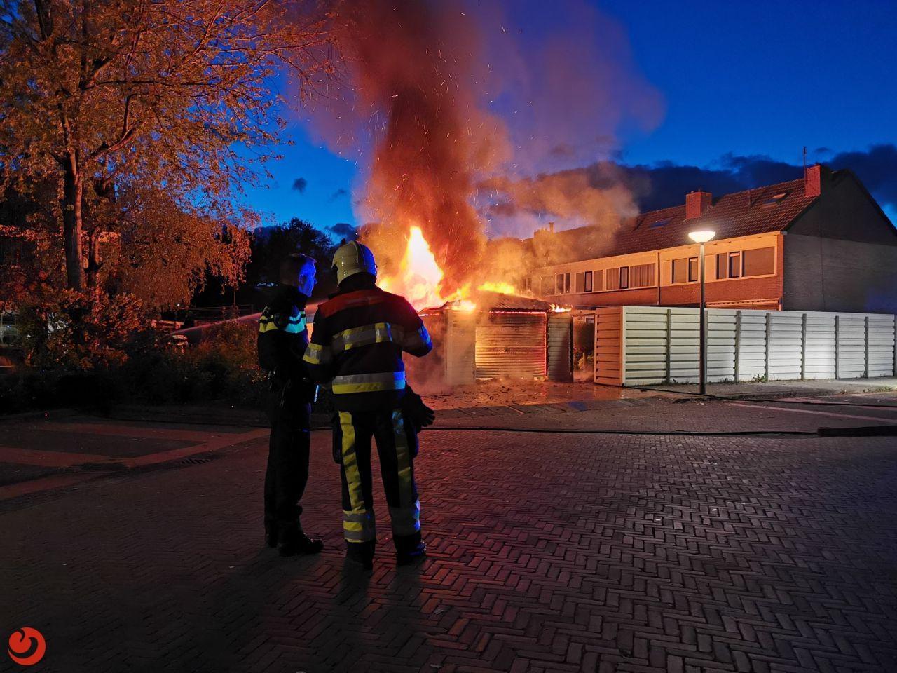 Mogelijk asbest vrijgekomen bij brand in garageboxen
