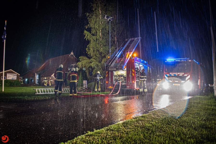 Uitslaande boerderijbrand snel onder controle