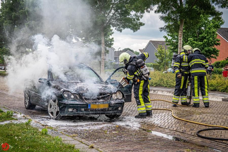 Automobilist ontdekt brand tijdens het rijden