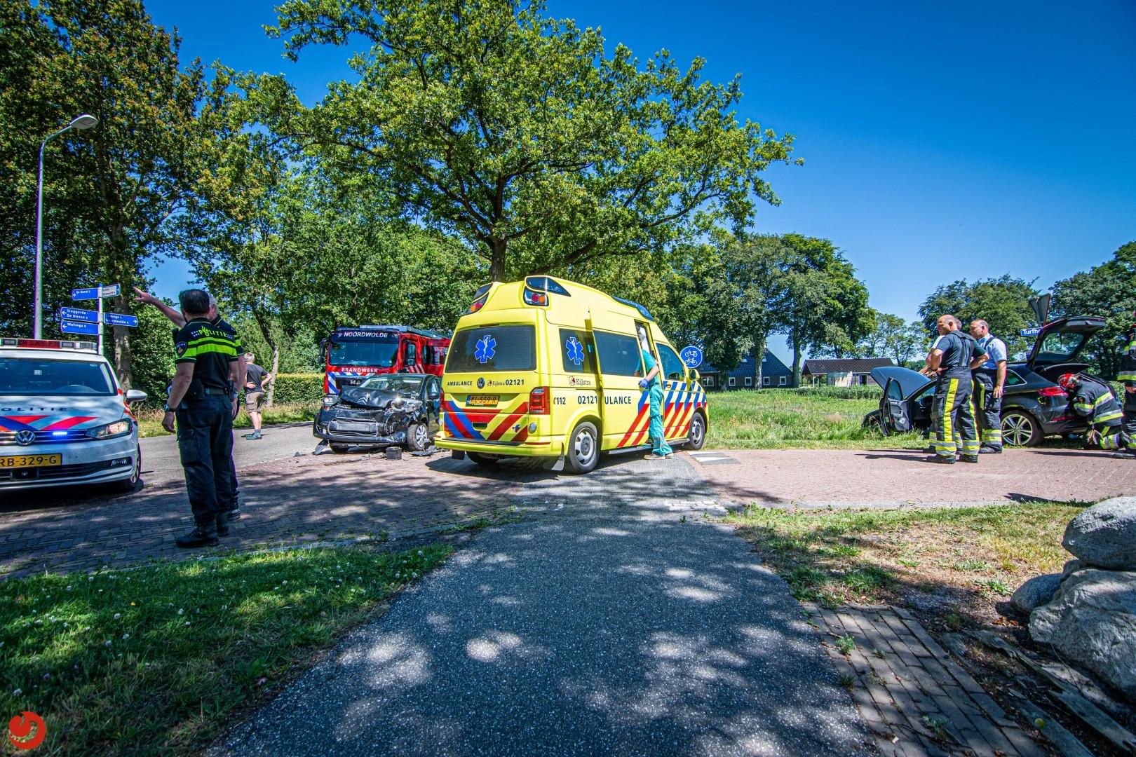 Forse schade na ongeval tussen twee auto's