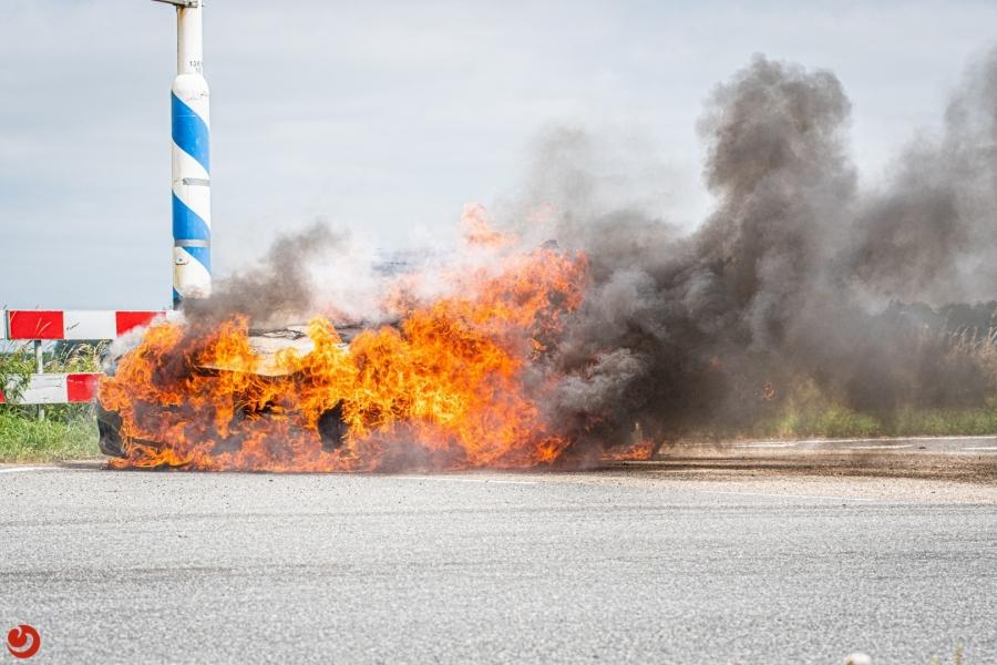 Auto uitgebrand op afrit A32