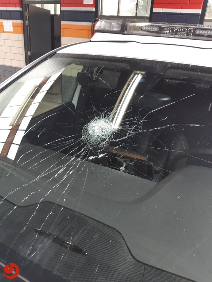 Getuigen gezocht van vernieling politieauto