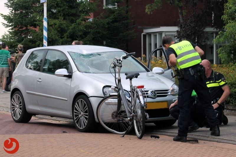 Fietsster gewond bij frontale aanrijding met auto