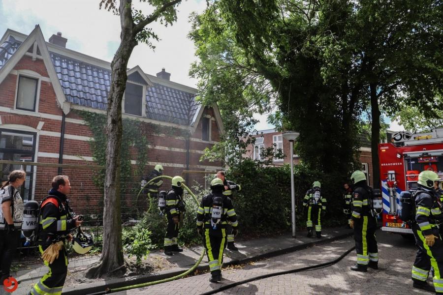 Brandweer in actie voor brand in tuin