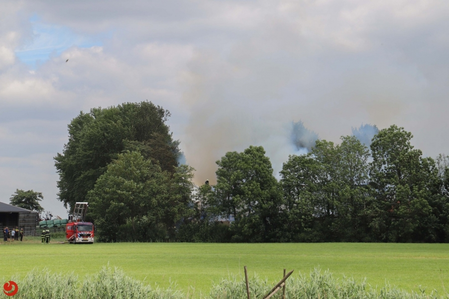 Grote brand verwoest loods transportbedrijf