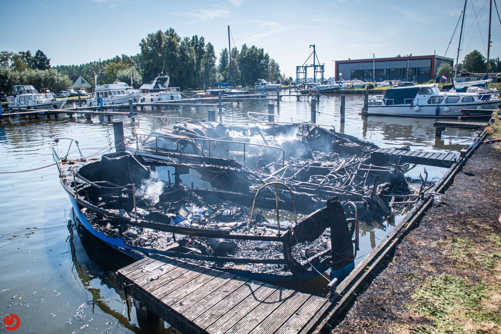Drie boten uitgebrand in jachthaven