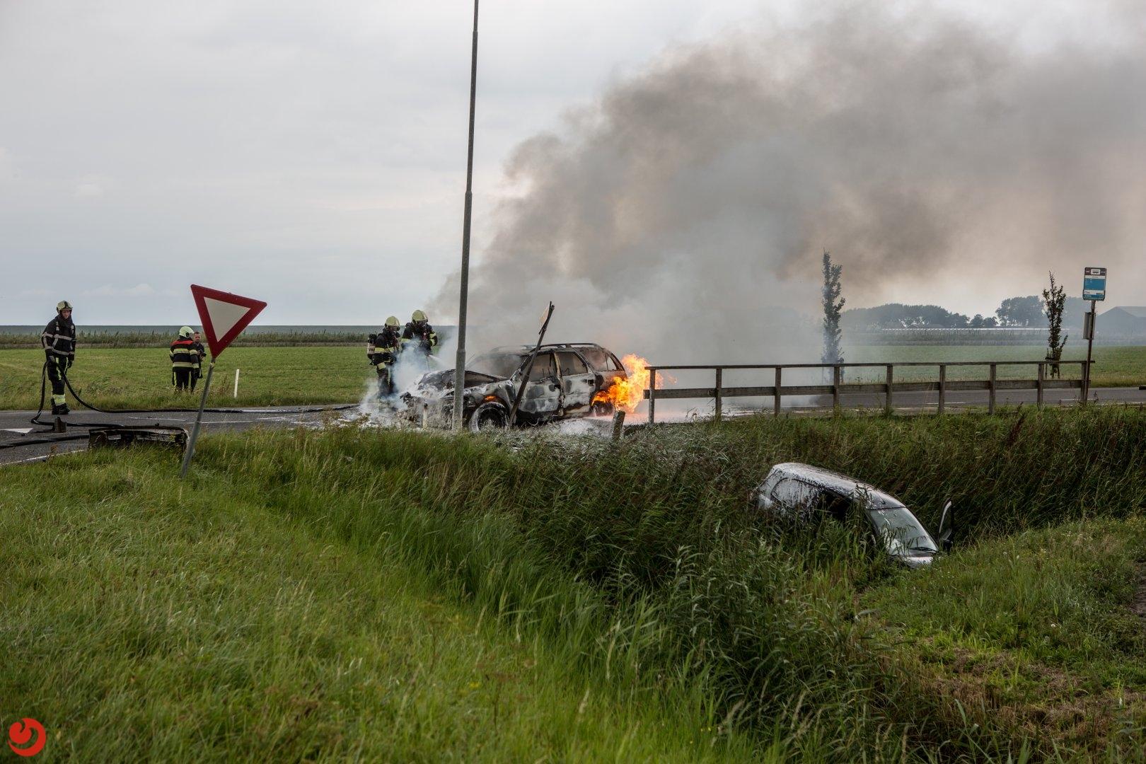 Auto in de brand na aanrijding